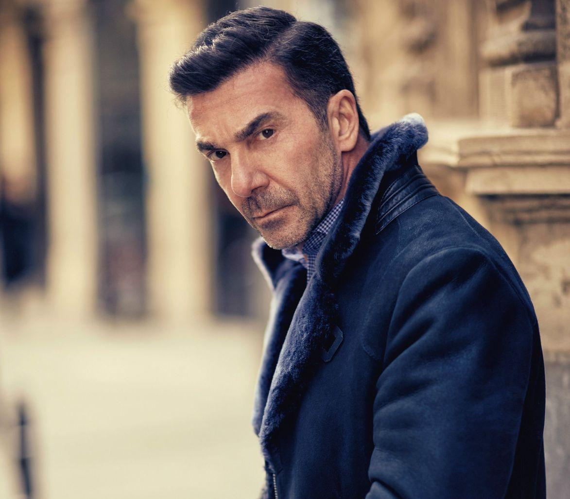 Türker İnanoğlu, oğlunun yapımcı olmasını istiyordu. Ne var ki İlker İnanoğlu, kariyerinde oyunculuğa ağırlık verdi.