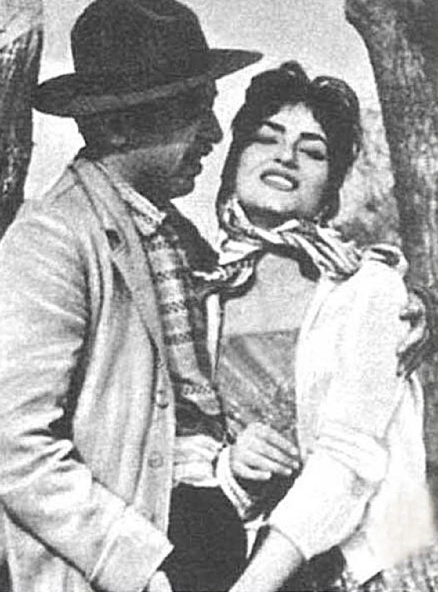 Türkan Şoray, ilk sinema filmi 'Köyde Bir Kız Sevdim'de başrolleri Erol Taş, Baki Tamer ve Salih Tozan ile paylaştı.