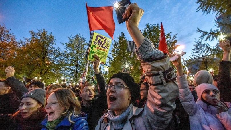 Rusya'da protestolara neden olan kilise inşaatı durduruldu, Putin halk oylaması istedi