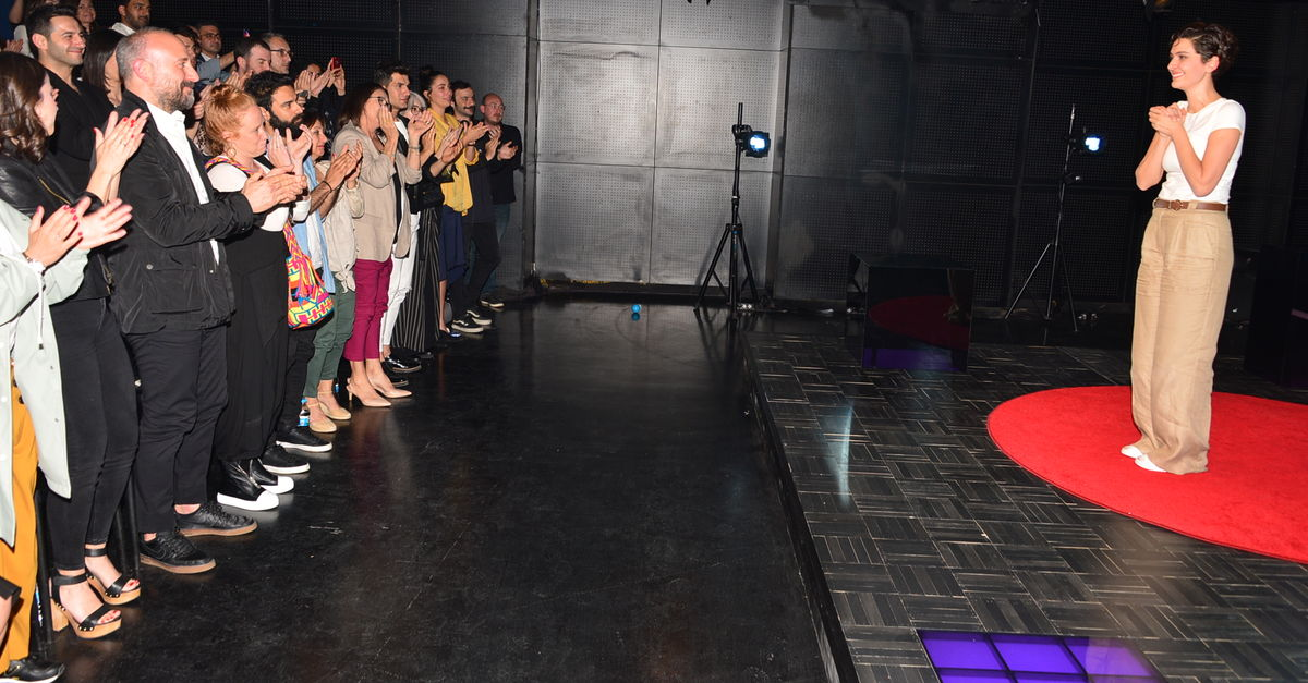 Bergüzar 'Kızlar ve Oğlanlar'da | Kültür-Sanat Haberleri