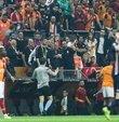 Yüksek tansiyonda geçen Galatasaray - Basaksehir maçinda sari-kirmizili takimin teknik direktörü Fatih Terim ve yardimcilari Hasan Sas ile Ümit Davala tribüne gönderildi. Terim