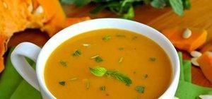 Kremalı balkabağı çorbası nasıl yapılır? İşte, yapılışı kolay kremalı balkabağı çorbası tarifi...