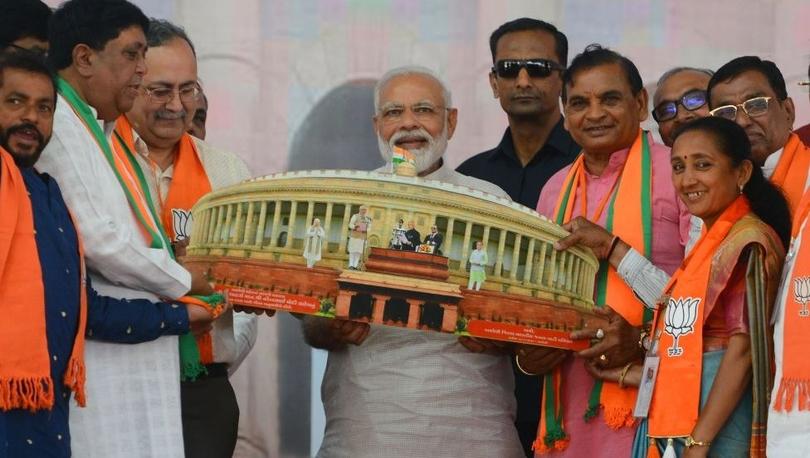 Dünyanın en büyük seçimlerinin düzenlendiği Hindistan'da Başbakan Modi önde