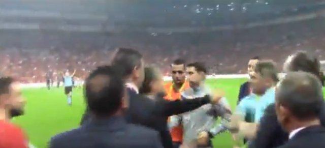 Galatasaray - Başakşehir maçındaki kavgadan yeni görüntüler! (Fatih Terim Orhan Ak kavgası)