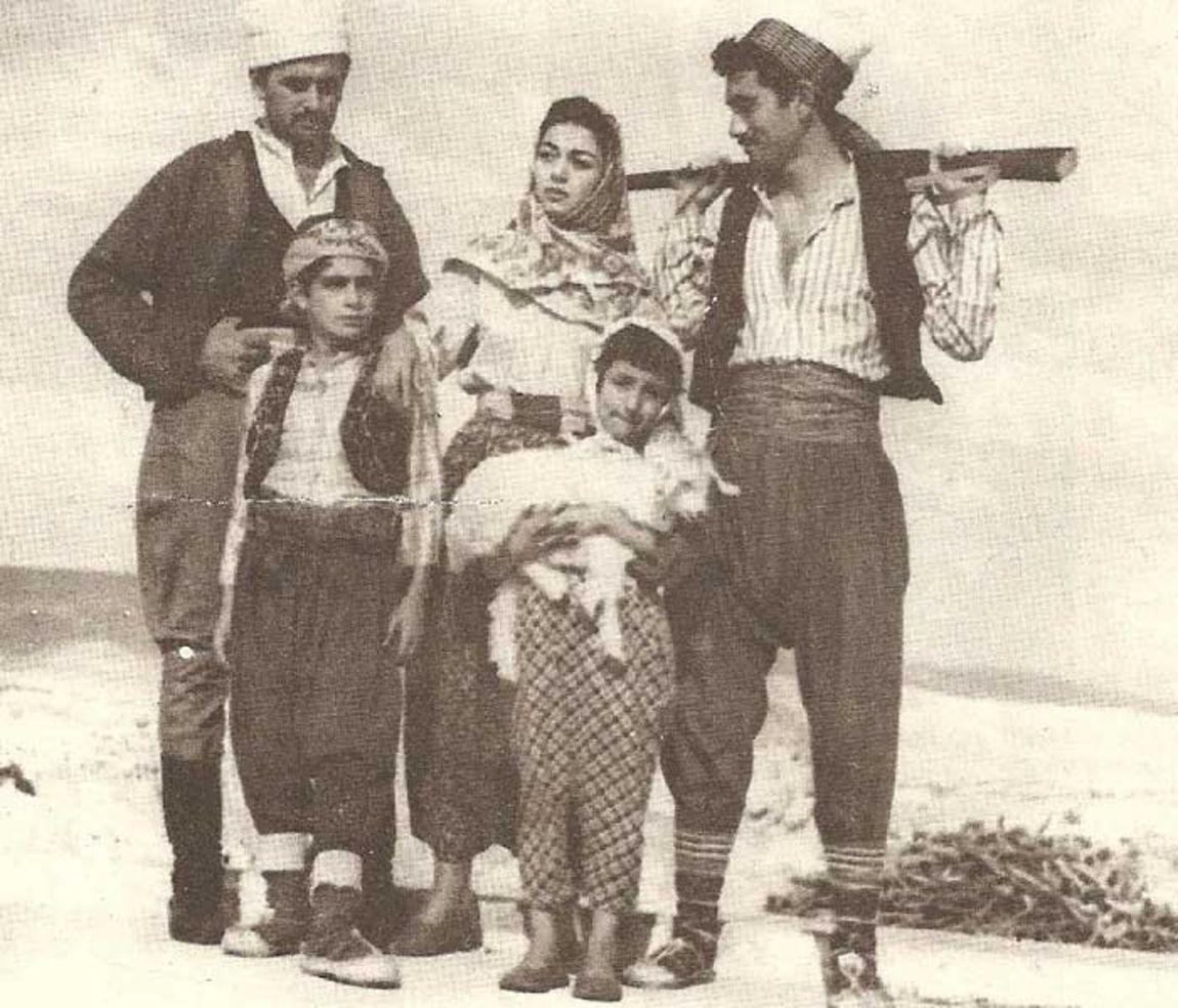 Yılmaz Güney, 'Bu Vatanın Çocukları'nda başrolü Nurhan Nur, Atıf Kaptan ve Bilge Zobu ile paylaştı.