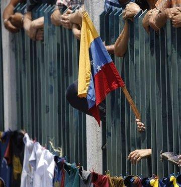 Venezuela'da mahkumlar ve polis çatıştı: 23 ölü
