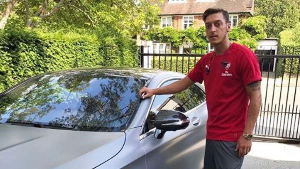 Yıldız futbolcu arabasını satıyor!