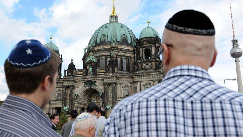 Almanya'dan Yahudilere 'kipa' uyarısı!