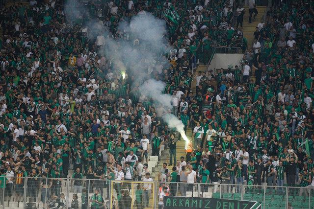 Sakaryaspor - Fatih Karagümrük maçında meşale şovu!