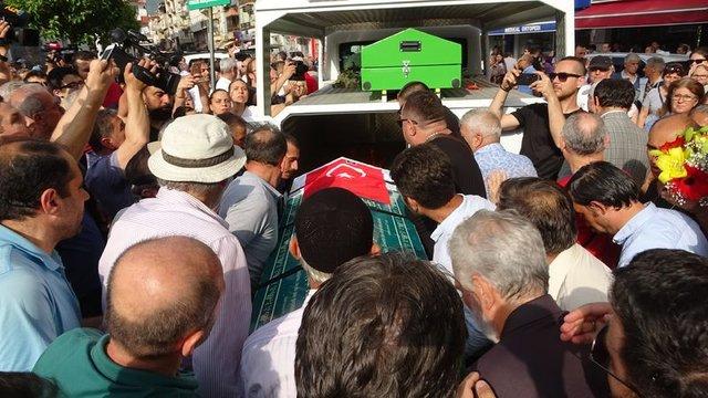 Eşref Kolçak'ın cenazesinde büyük ayıp! - Magain haberleri