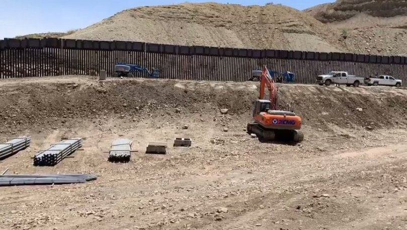 Trump destekçileri Meksika sınırına duvar inşa ediyor