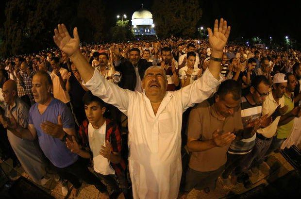 400 bin Müslüman akın etti