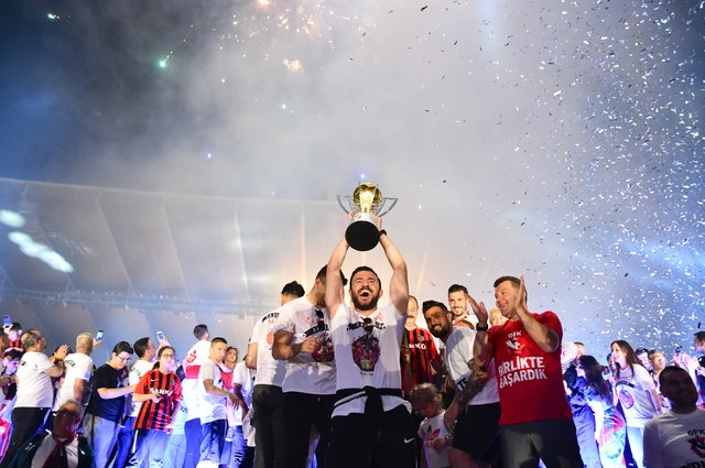 Gazişehir Gaziantep şampiyonluğu kutladı
