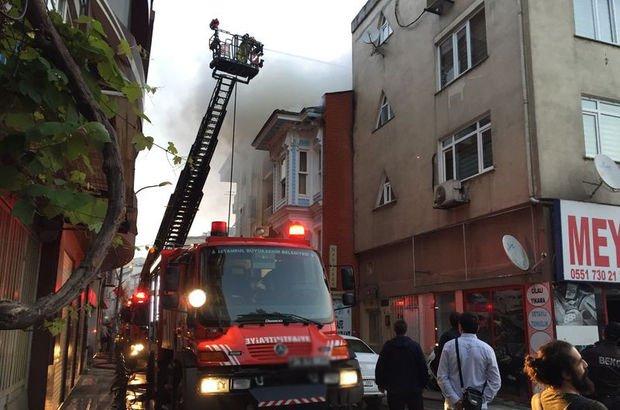 Kadıköy'de ahşap konakta korkutan yangın