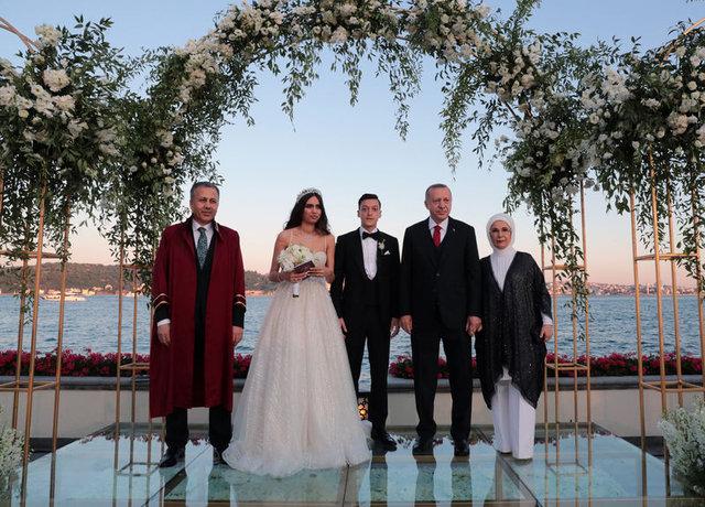 Mesut Özil ile Amine Gülşe'nin düğününe ünlü akını - Magazin haberleri