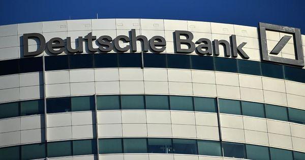 Deutsche Bank'ın kredi notu düşürüldü