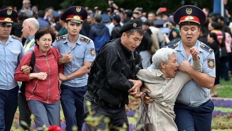 Kazakistan'da seçimleri geçici cumhurbaşkanı Tokayev kazandı, protesto eden yüzlerce kişi gözaltına alındı