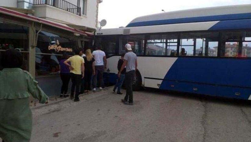 Ankara'da EGO otobüsü kafeye daldı! 3 yaralı