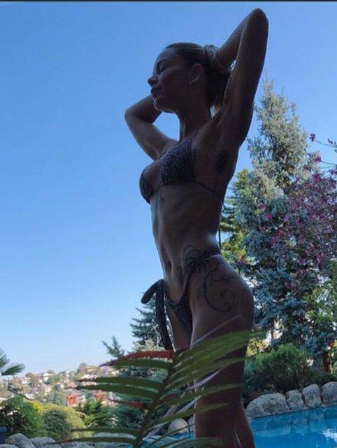 Ünlülerin tatil pozları! Şarkıcı Göksel'in leoparlı mayo pozu - Magazin haberleri