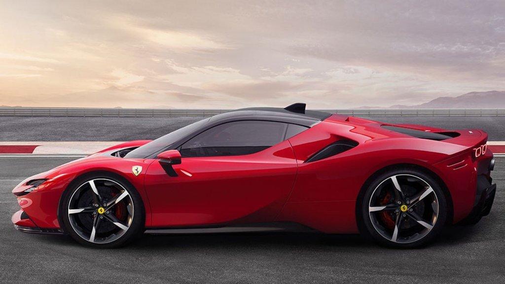 Ferrari resmen tanıttı