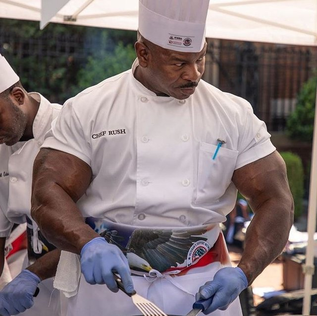 Trump'ın aşçısı kaslarıyla olay oldu