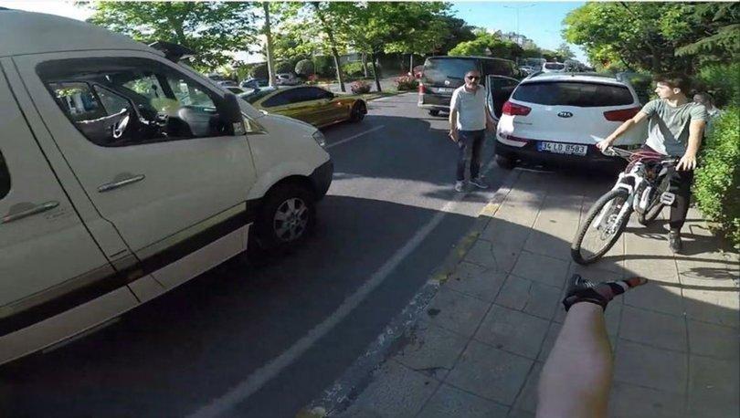 Kaldırıma park etti! O uyaran gençlere kabadayılık yapıp, üzerlerine yürüdü
