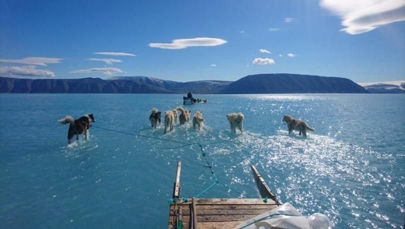 Grönland'da meteoroloji ekibinin su içinde sıra dışı yolculuğu