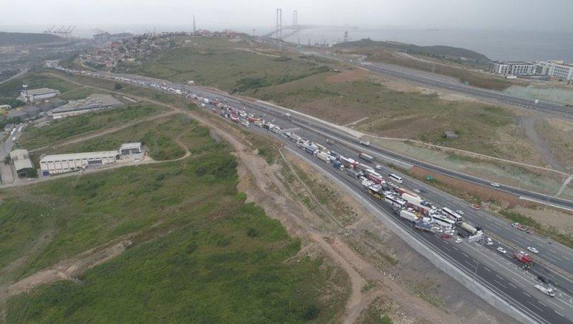 TEM'de zincirleme kaza otoyolu trafiğe kapattı