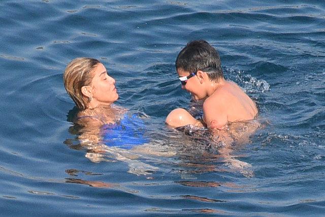 Gülben Ergen oğluyla tatilde - Magazin haberleri