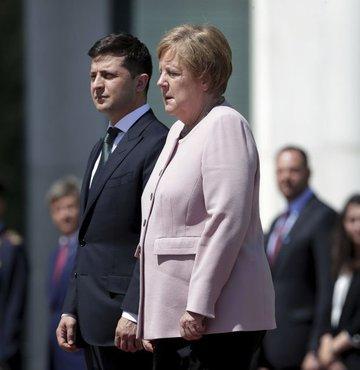 Doktordan Merkel'e yalanlama!