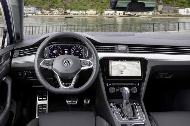 Volkswagen'in amiral gemisi Passat yenilendi