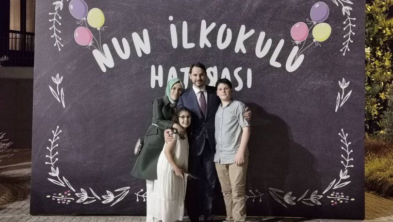 Bakan Albayrak aile fotoğrafı paylaştı