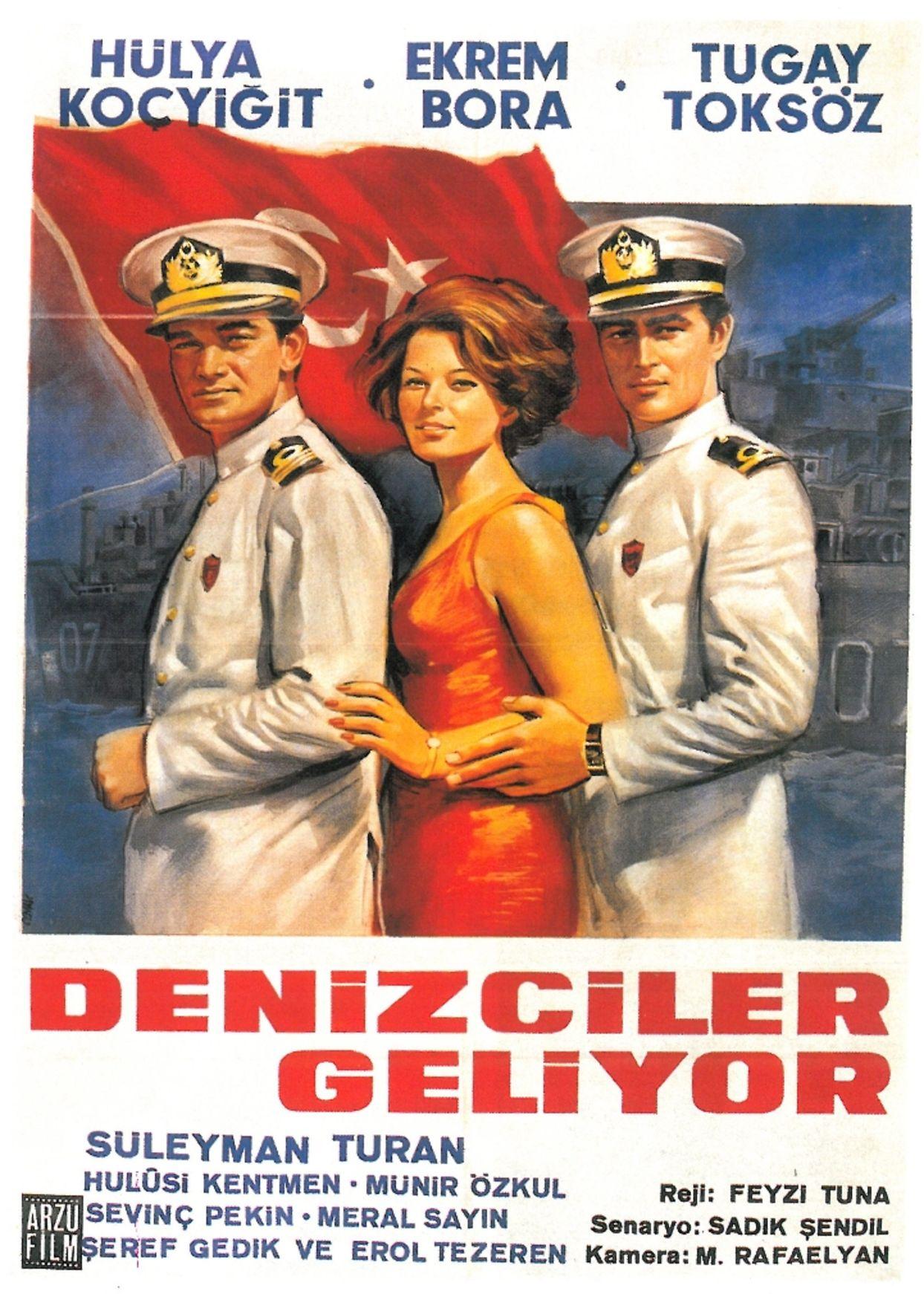 Feyzi Tuna'nın yönettiği 1966 yapımı 'Denizciler Geliyor'da Hülya Koçyiğit, başrolleri Ekrem Bora ve Tugay Toköz ile paylaştı.