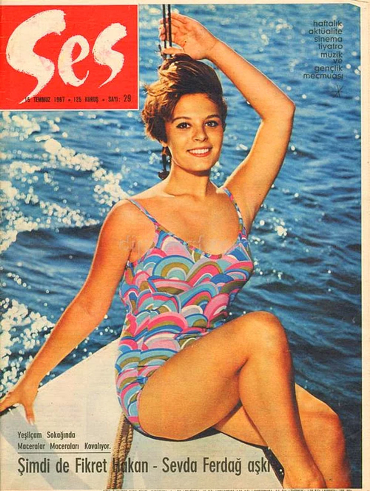 Yıl 1967... Hülya Koçyiğit, dönemin en çok satan dergisi olan Ses Dergisi'ne bir kez daha kapak oldu.