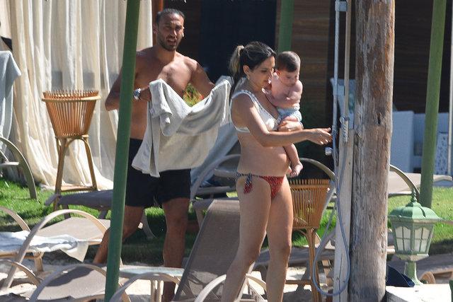 Cenk Tosun eşi Ece Tosun ve oğlu Arden Cenk ile Bodrum'da - Magazin haberleri
