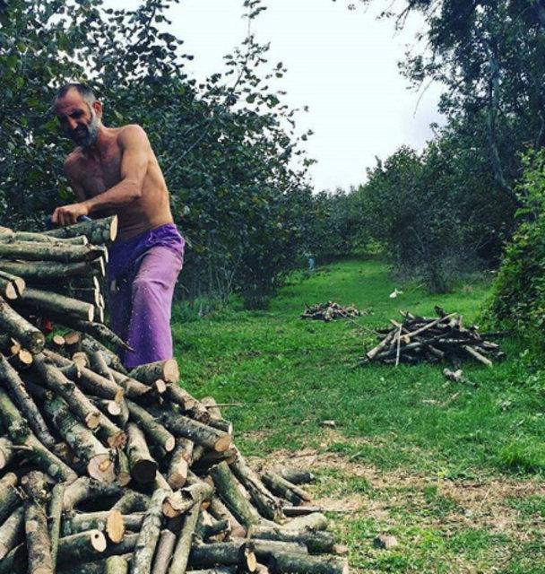 Gürkan Uygun ot biçip çapa yaptı - Magazin haberleri