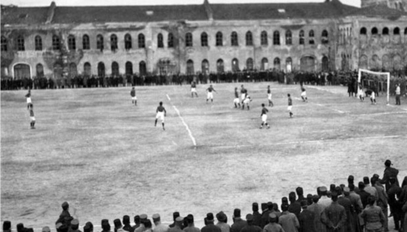 Fenerbahçe, 29 Haziran 1923'te Taksim Stadyumu'nda oynanan General Harrington Kupası'nda İngiltere Milli Takımı'nı 2 - 1 yendi. Fenerbahçe, sahaya Mustafa Elkatipzade'nin teknik direktörlüğünde Şekip, Hasan Kamil, Cafer, Kadri, İsmet, Fahir, Sabih, Alaeddin, Zeki Rıza, Ömer, Bedri'den oluşan 11 ile çıktı.