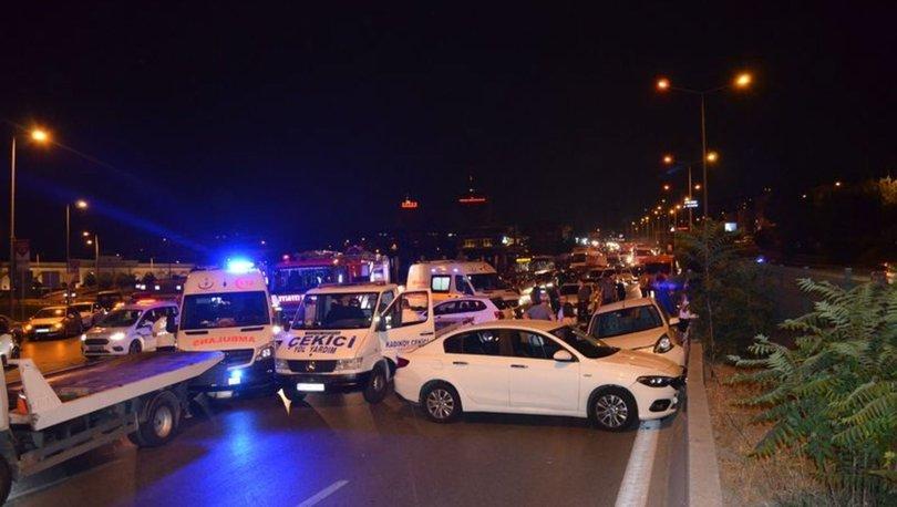 Kadıköy'de 8 araç birbirine girdi: 7 yaralı