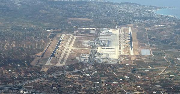 Krizdeki Yunanistan, havalimanını satıyor