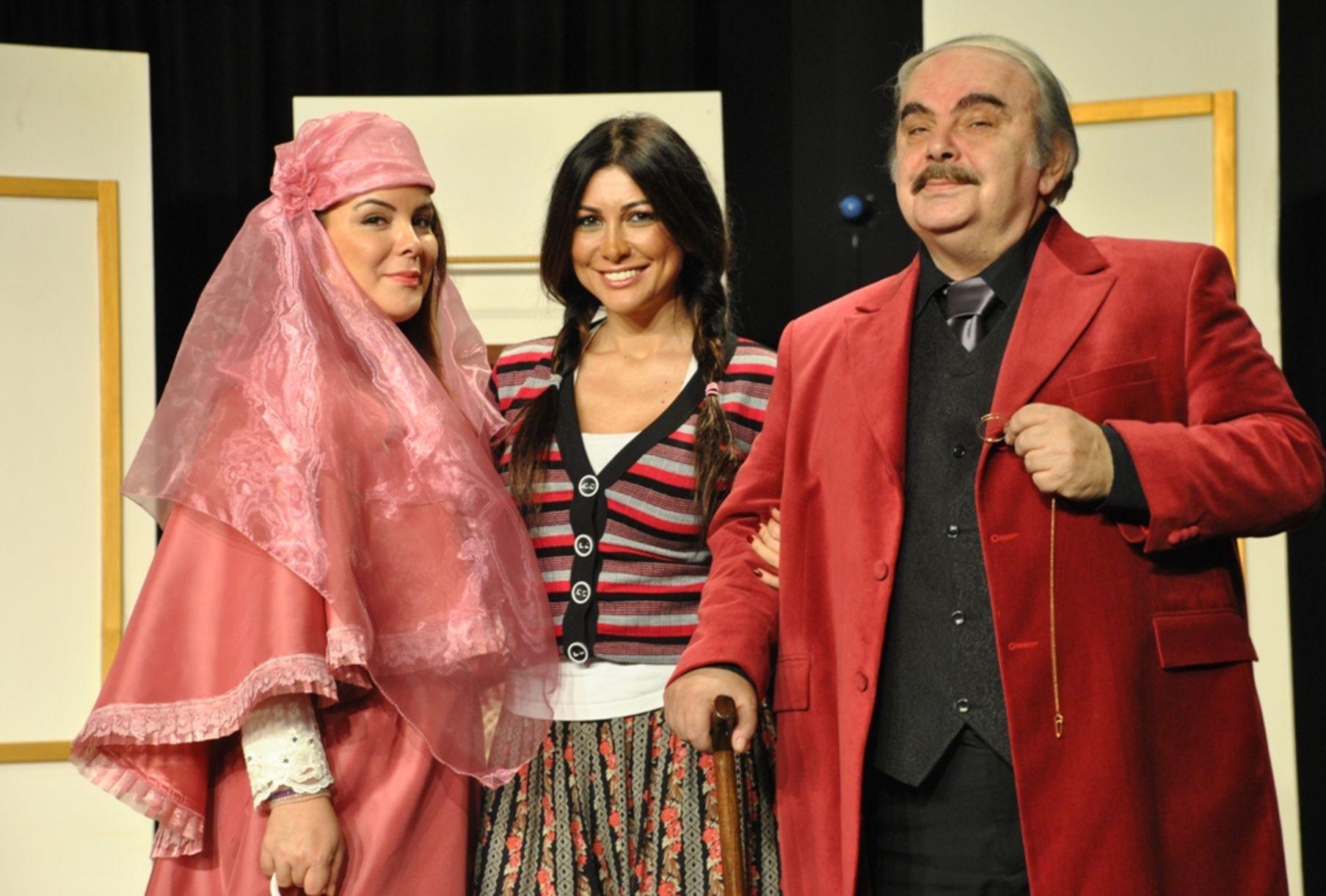 Enis Fosforoğlu, ilk kez 1986'da sahnelediği Hüseyin Rahmi Gürpınar'ın eseri 'Şıpsevdi'yi 2011'de tiyatro seyircisiyle yeniden buluşturdu. Sanatçı, 'Şıpsevdi'de kızı Seren Fosforoğlu ile 'Ağabey - Kardeş'i canlandırdı.