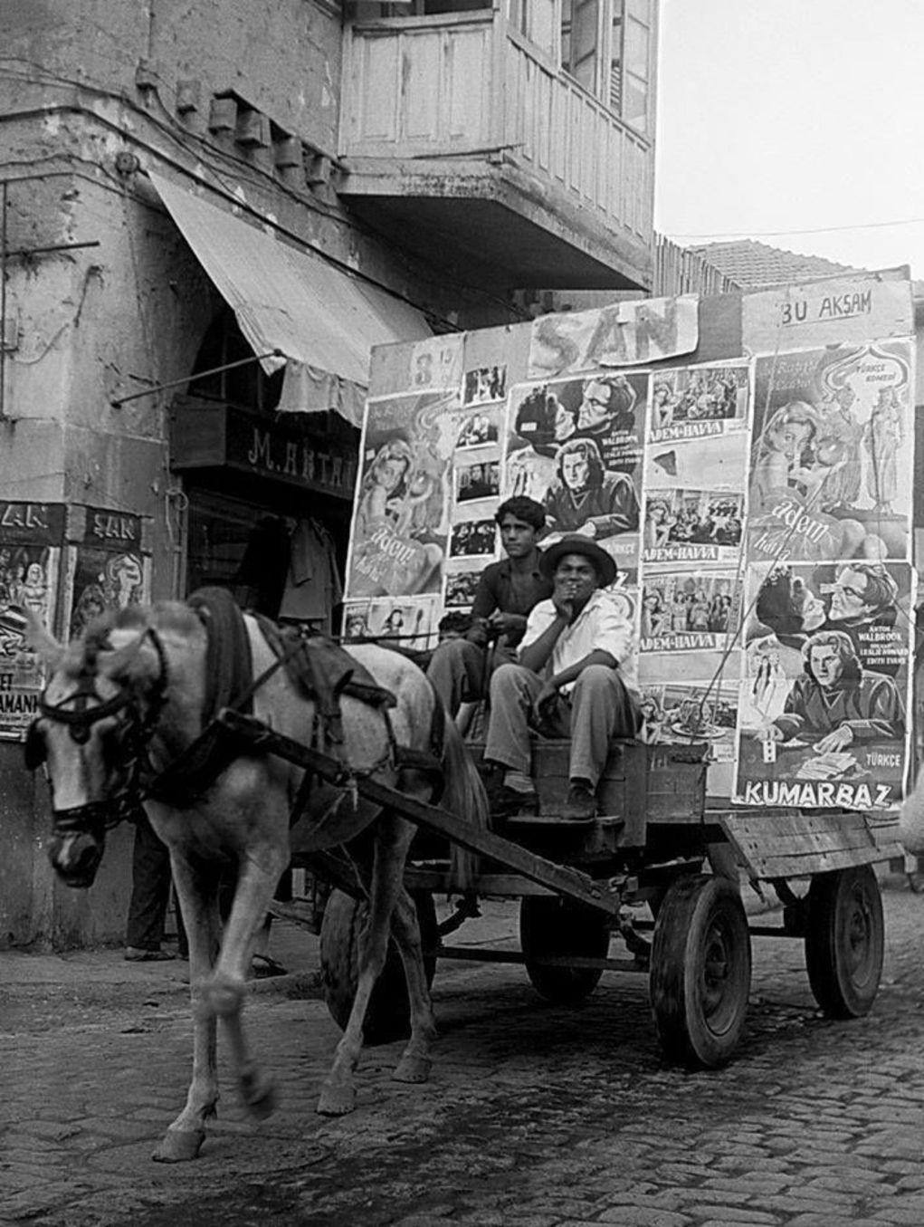 At arabasıyla film duyurusunun temsili fotoğrafı...