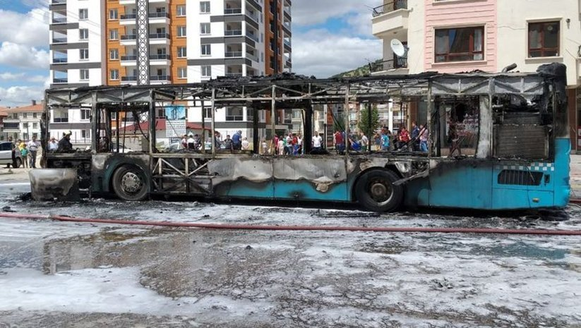 Ankara'da belediye otobüsü yandı