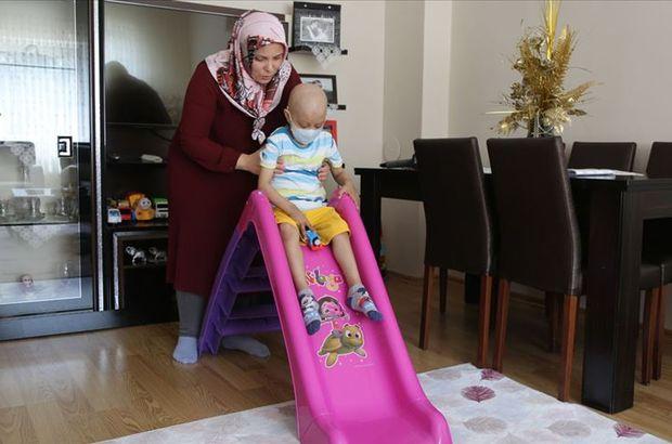 Küçük Ali İhsan yaşıtları gibi koşup oynamak istiyor