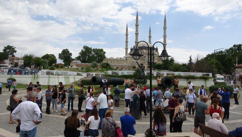 Şehrin merkez nüfusu kadar ziyaretçi akın etti, konaklama için çevre illere gidiyorlar