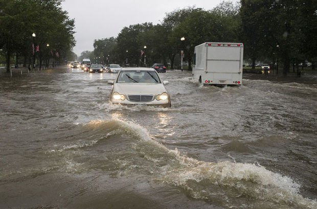 Washington'da sel hayatı felç etti