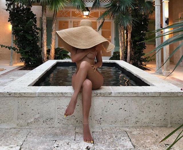 Kylie Jenner çıplak fotoğrafını paylaştı - Magazin haberleri