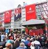 15 Temmuz hain darbe girişimi sırasında İstanbul Büyükşehir Belediyesi (İBB) önünde şehit olanlar düzenlenen törenle anıldı. Törene İBB Başkanı Ekrem İmamoğlu