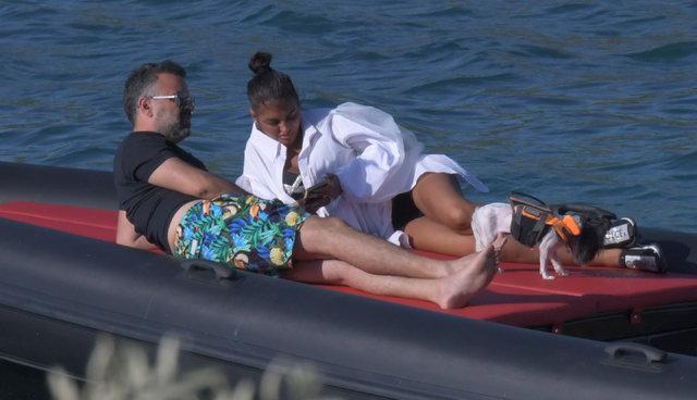 Süreyya Yalçın eşi Ozan Baran ile botta keyif yaptı - Magazin haberleri