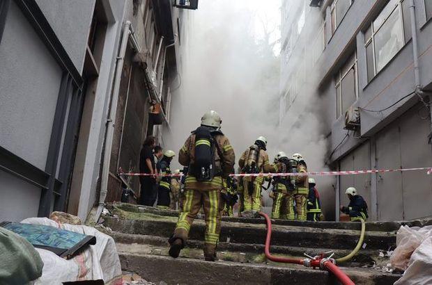 Eminönü'nde korkutan yangın