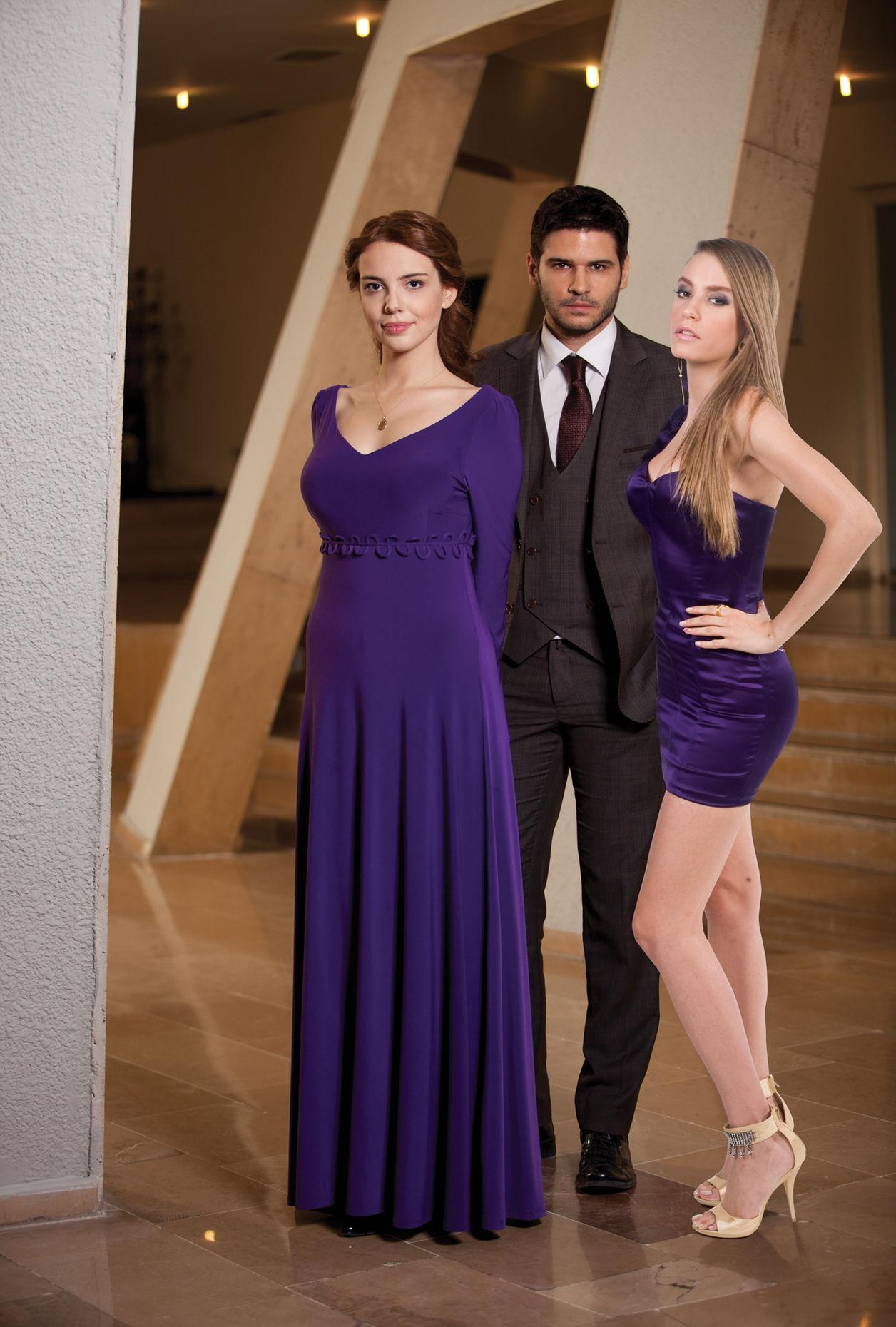Şükrü Avşar'ın yapımcısı olduğu TV dizileri arasında 'Lale Devri' de bulunuyor.